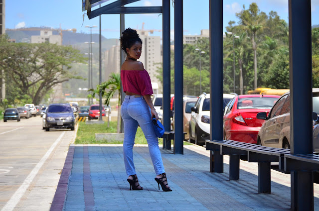 moda, fashion, trendy, tendencia, outfit, look, ootd, chic, fashion blogger, blogger, personal style, stephtopia, tono de piel, jeans, lace up, clutch, off shoulders