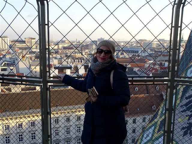 Σήμερα σε ταξιδεύω ως τη Βιέννη, έναν προορισμό για τα Χριστούγεννα που αγαπώ πολύ! Δώσε μου το χέρι σου κι άφησέ με να σε πάω μέχρι τη Βιέννη...