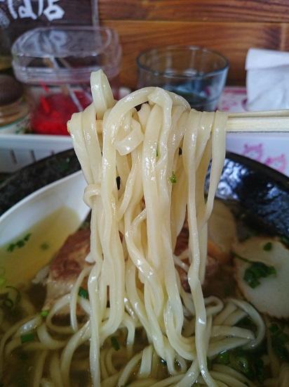 ソーキそばの生麺の写真