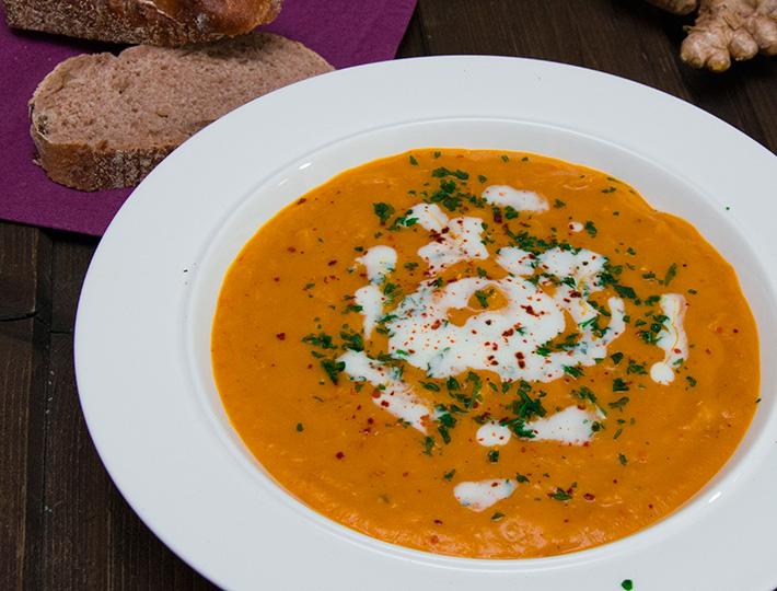 Kürbis-Orangen-Suppe mit Chili und Zimt Rezept