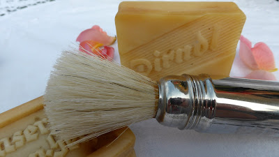 shaving-brush- visage- homme