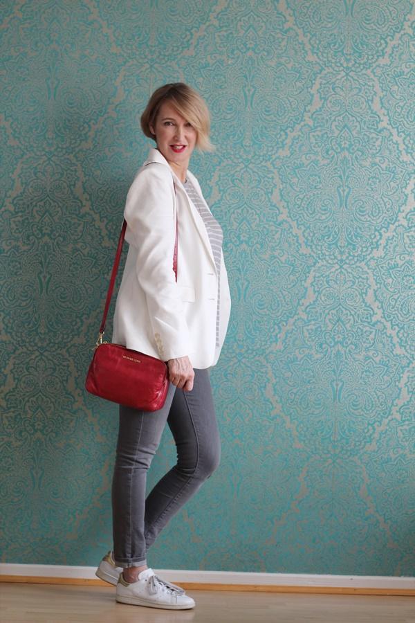 wei er blazer mit grauer jeans glam up your lifestyle. Black Bedroom Furniture Sets. Home Design Ideas