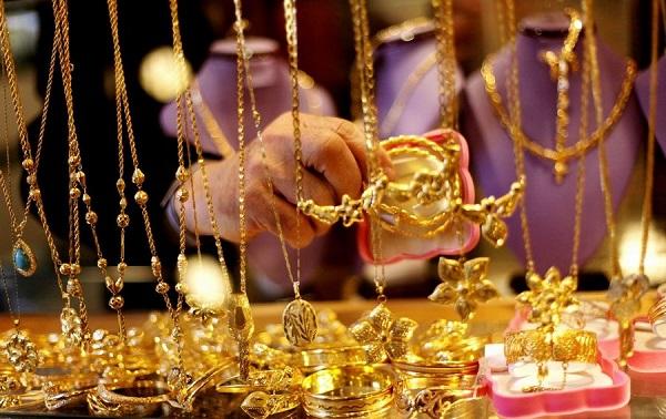 سعر غرام الذهب في تركيا اليوم 09-01-2018 حسب بيع المحال التجارية, يتم تحديث الأسعار كل ساعة فيرجى زيارة الصفحة بشكل دائم لترى الأسعار الجديدة مع العلم أن سعر الليرة مرتبط مع اسعار الذهب مقابل الدولار