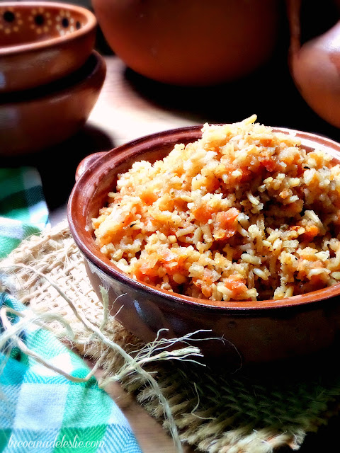 how to make mexican rice - lacocinadeleslie.com