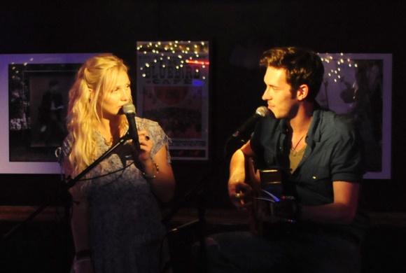 Clare Bowen e Sam Palladio, da série de TV Nashville