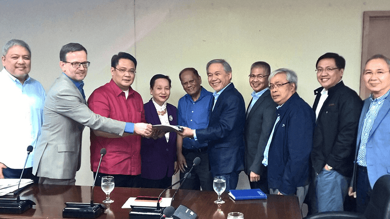 PLDT, Smart submit 3-year network rollout planto NTC.