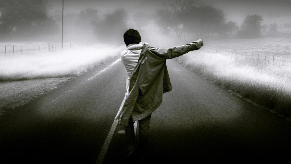 Resultado de imagen de hombre caminando solo