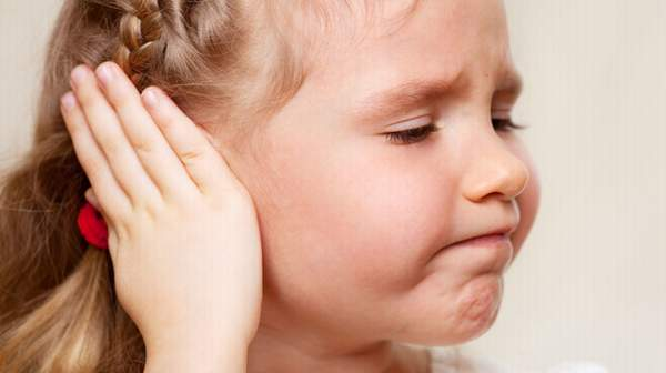 وصفات طبيعية لعلاج آلام الأذن
