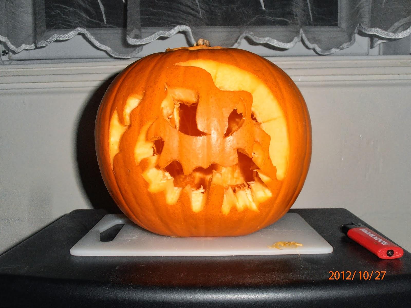 Elkészült a Halloween-i töklámpás ijesztő mintával