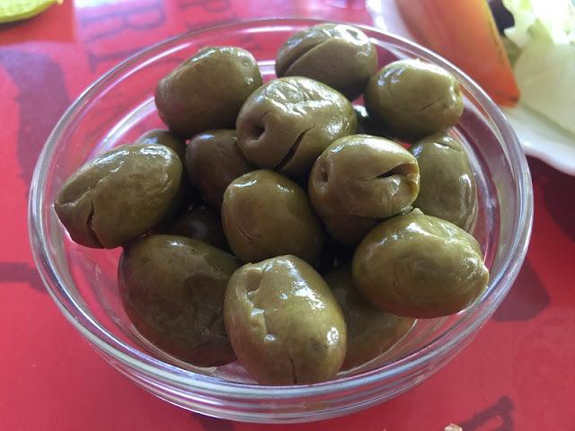Plato de olivas de la cooperativa de Mareny de Barraquetes