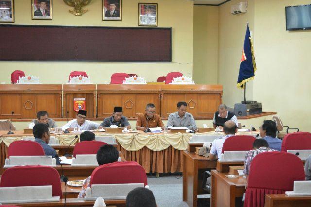 Komisi I Gelar Hearing, Bahas Masalah Padangtambak