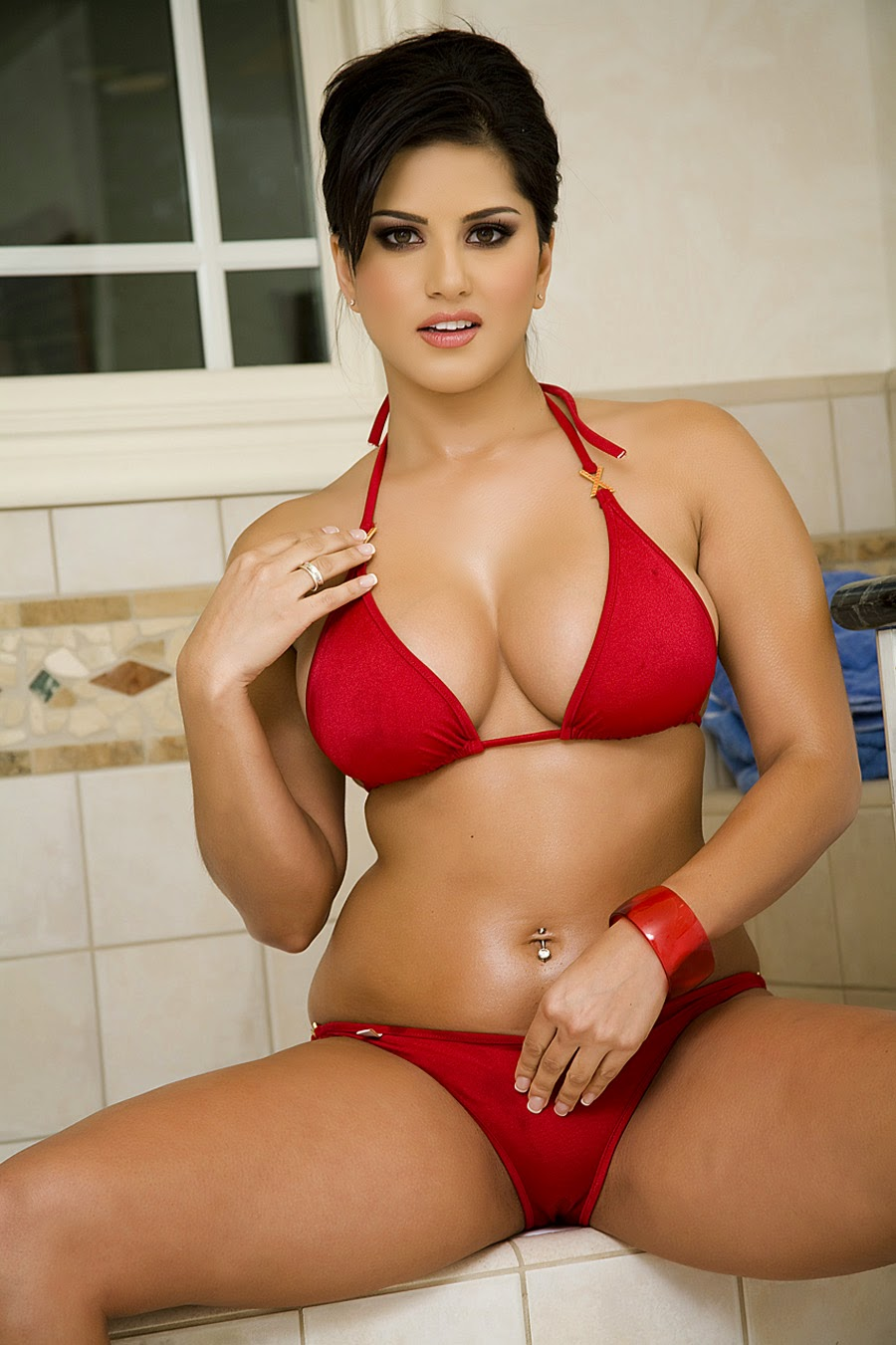 Pakistan Xnxx Sunny Leone In Red Hot Bikini-5023