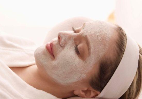 خطوات لتنظيف بشرة الوجه فى المنزل