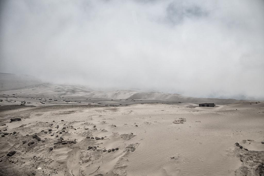 vivienda en el desierto peruano