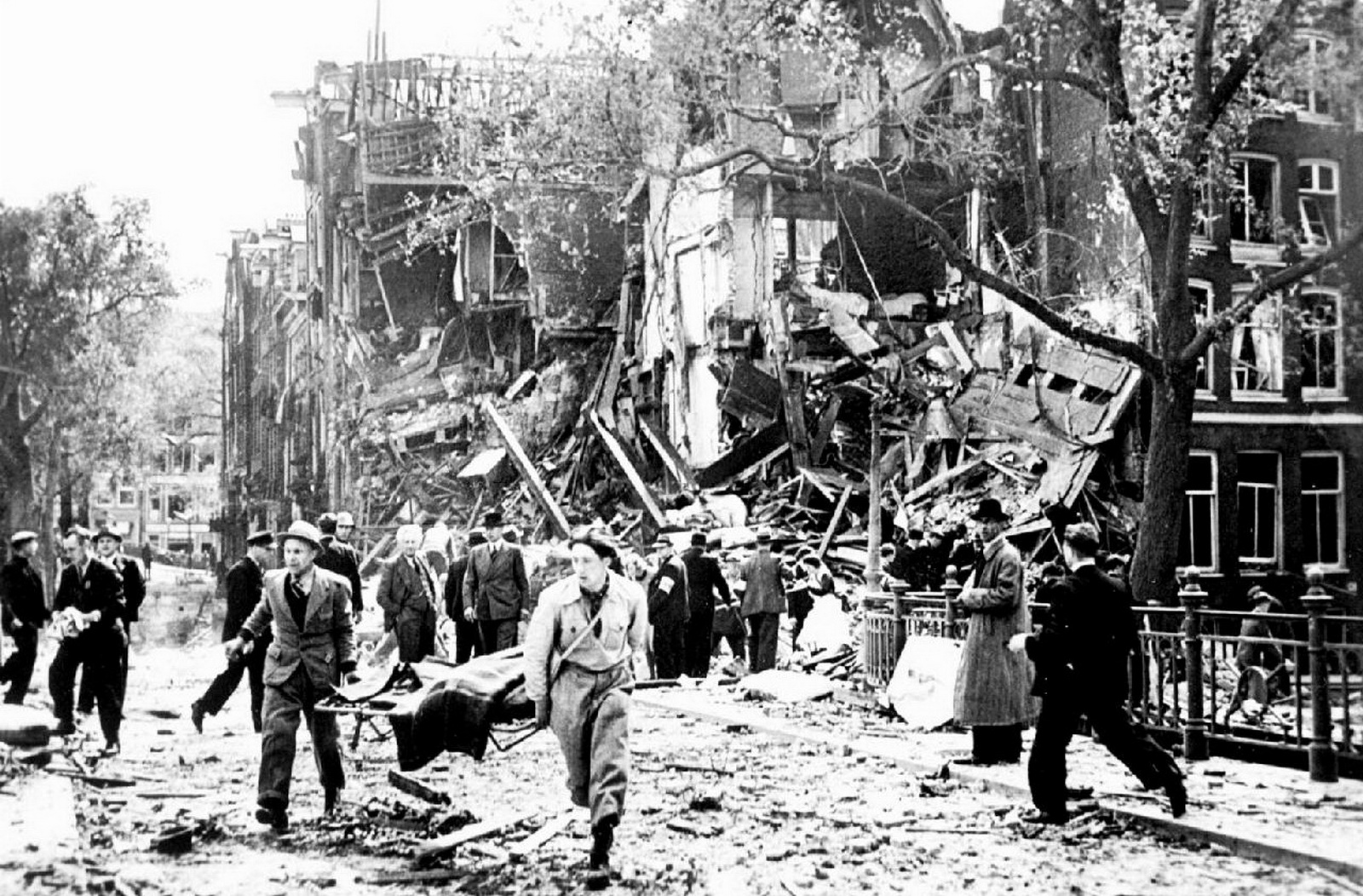 World War II Pictures In Details: Bombing of Blauwburgwal ...