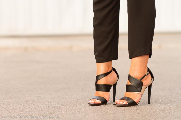 Sandalias de tacon alto negro y nude modelo Trapeze de Jimmy Choo