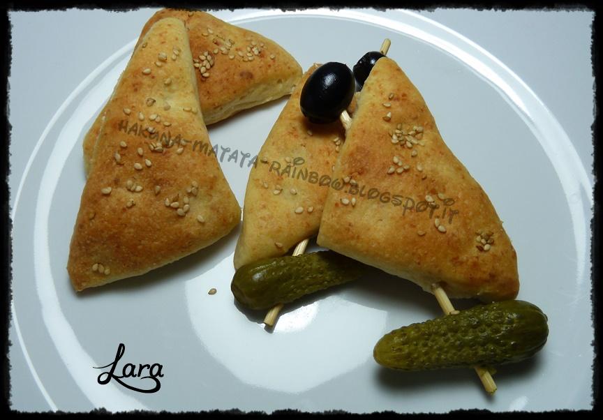 http://cucinaconlara.blogspot.it/2015/04/triangoli-al-parmigiano-da-buffet.html
