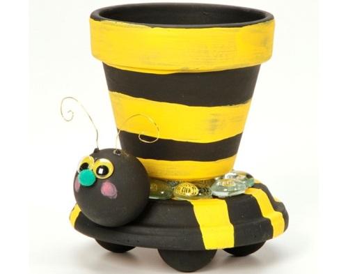 Pot bumble bee