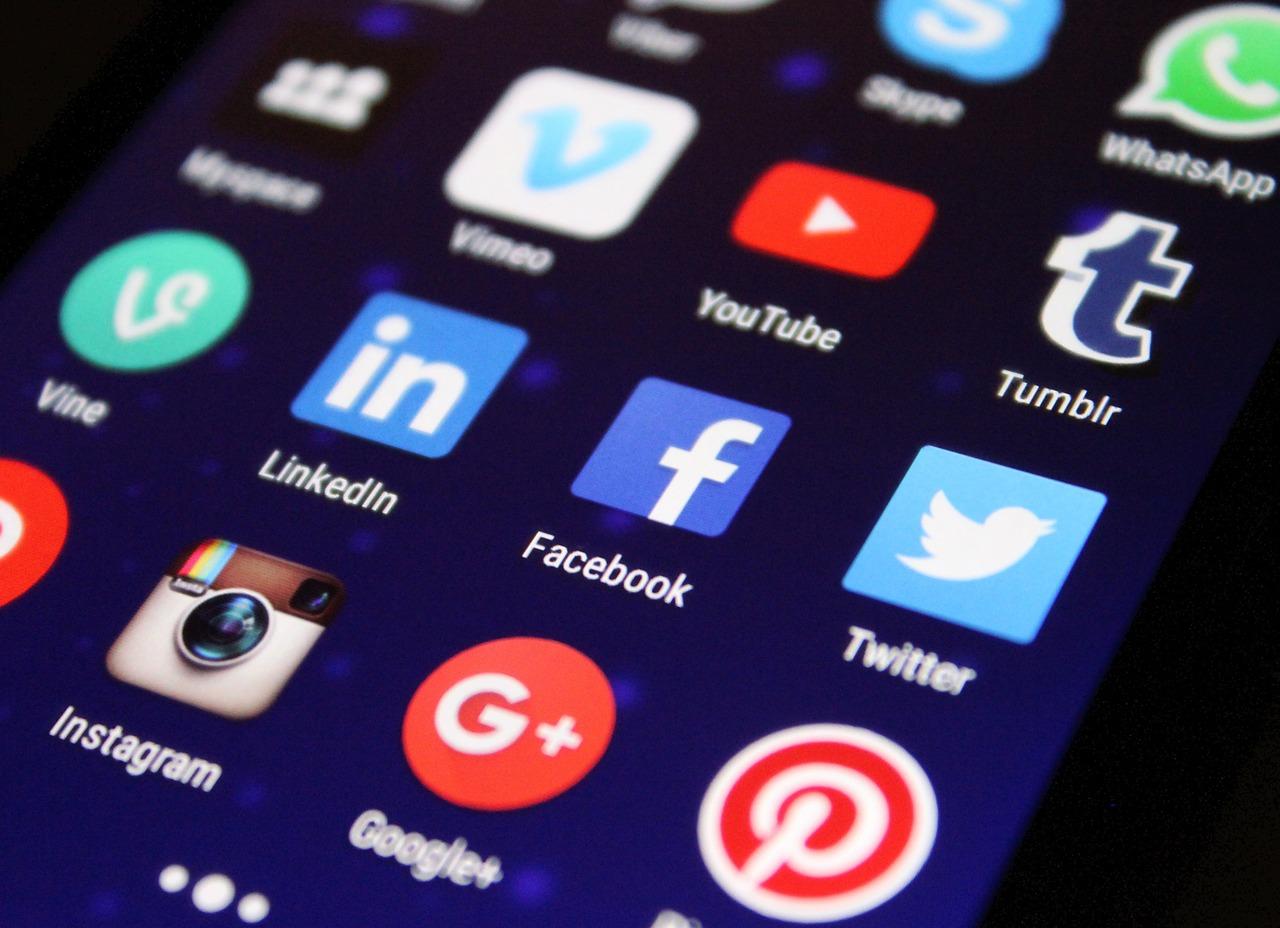Facebook, WhatsApp und Google etc. agieren als Sargnägel für die ...
