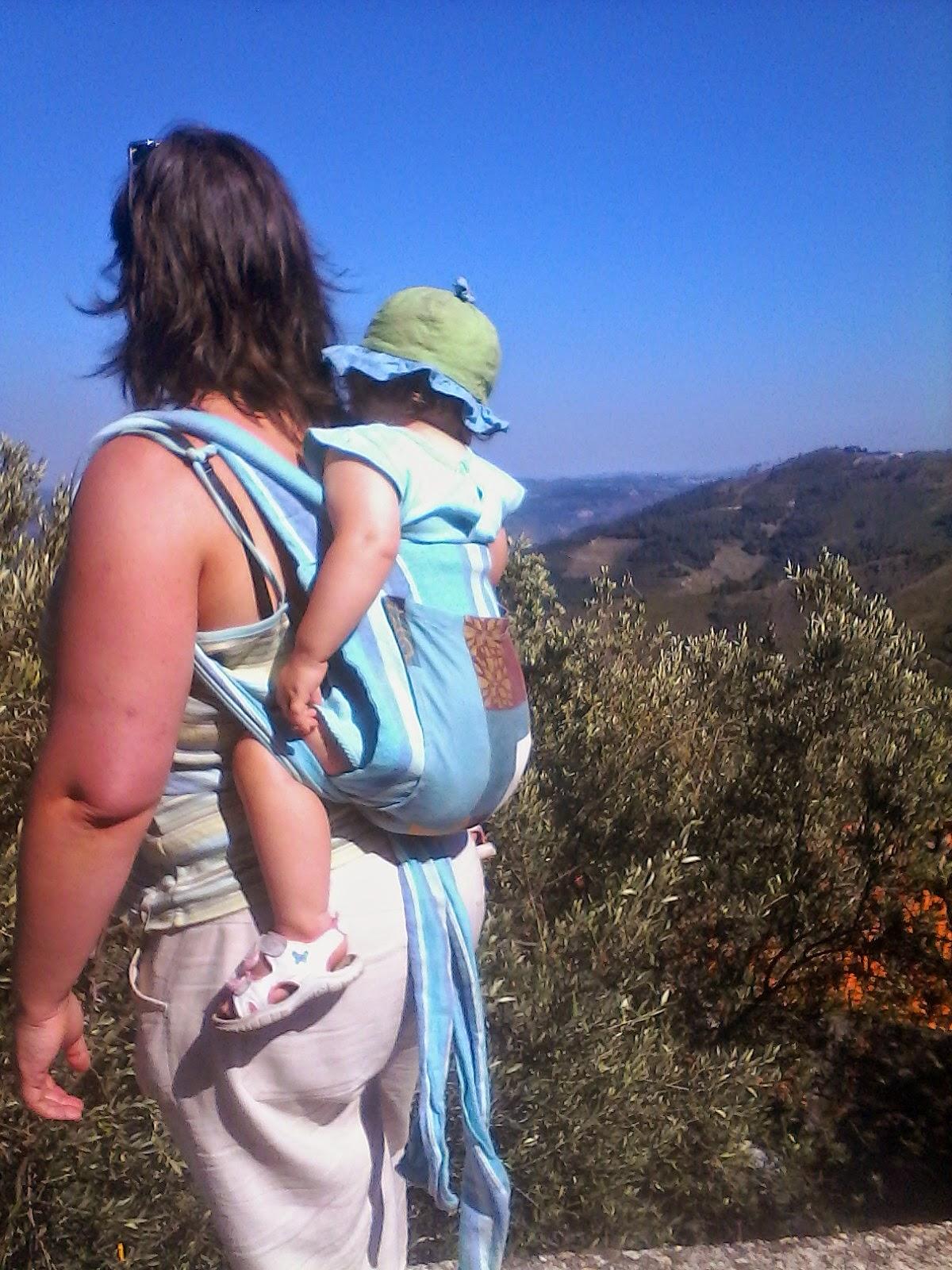 portage mei-tai randonnée montagne pratique bébé portugal été chaleur poussette bei-dai