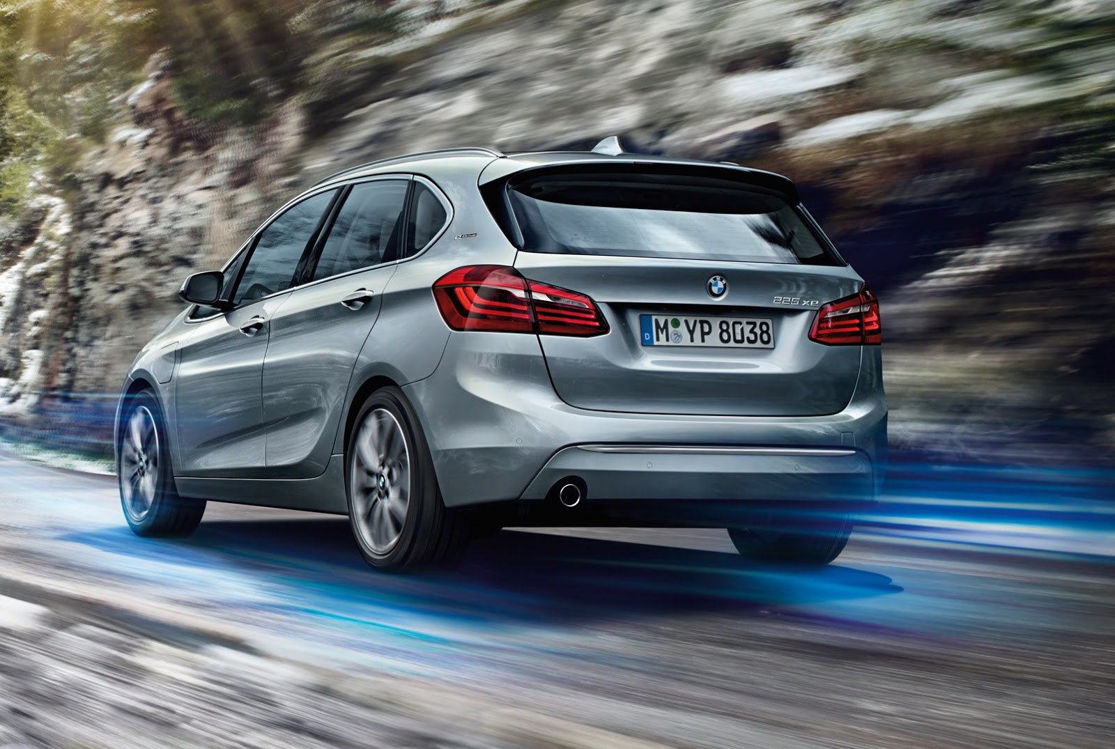 new bmw 225xe active tourer is an awd plug in hybrid minivan carscoops. Black Bedroom Furniture Sets. Home Design Ideas