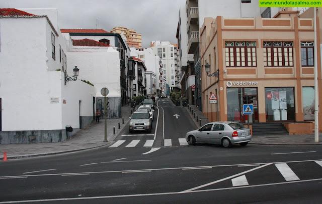 El Ayuntamiento interviene en la confluencia de la Avenida con El Puente para limpiar con mayores garantías la red de saneamiento