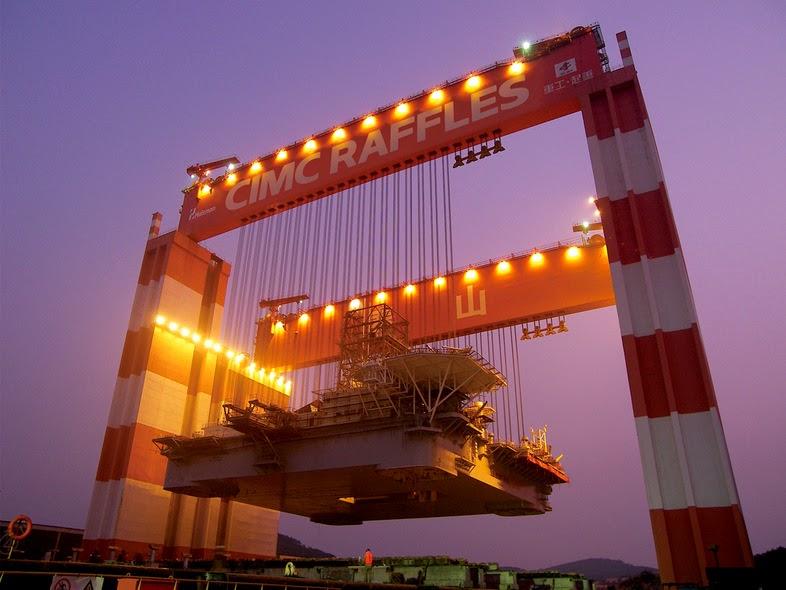 Yantai Raffles Taisun lifting a rig