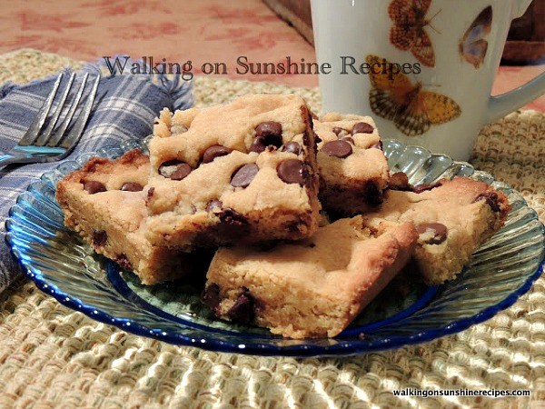 The most easiest dessert you'll ever make are these peanut butter chocolate chip bars from Walking on Sunshine Recipes.