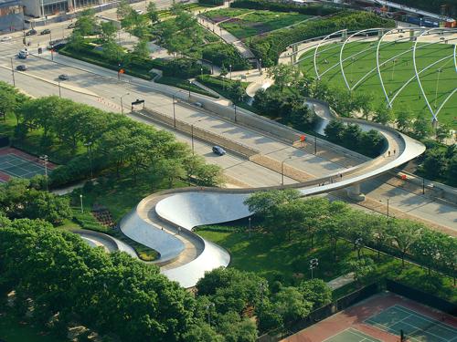curiosidades-arquitectura-arquitectos-frank-gehry-chicago-bp-bridge-jay-pritzker-pavilion-millenium-park-puente-barrera-acustica-deconstructivismo
