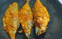 Cooking Mackerel bangda fish in iron skillet tawa fry Recipe