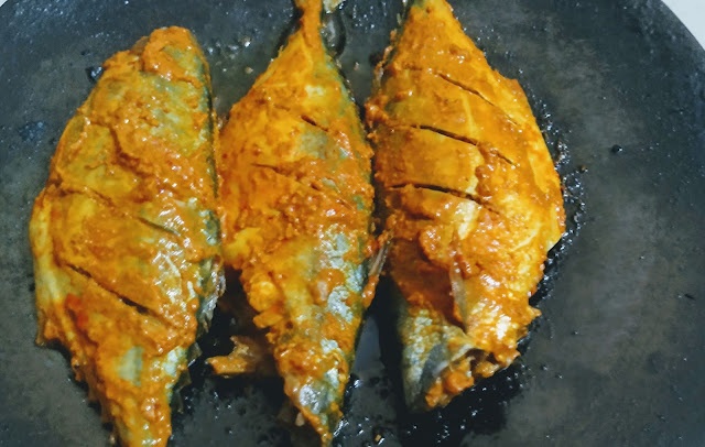 Cooking Mackerel bangda fish in iron skillet tawa fry Recipe