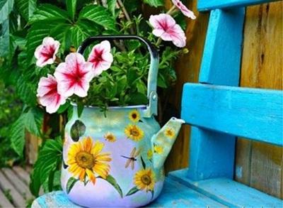 Teko bekas jadi pot bunga