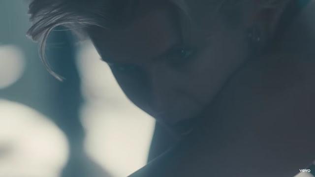 Robyn Premieres 'Honey' Music Video