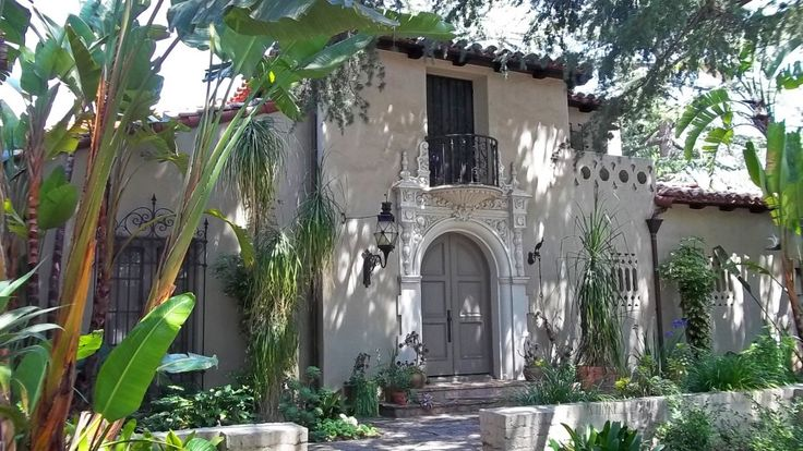 Eye for design decorate spanish colonial old hollywood for Spanish style home for sale