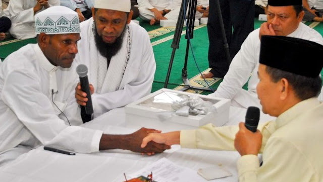 Allahu Akbar, Kepala Suku Di Papua Barat Masuk Islam, Satu Kampung Ikut Semua