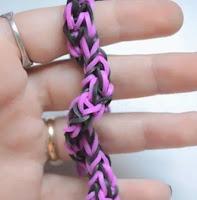 Cómo hacer una pulsera de gomas en espiral
