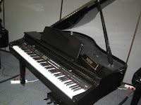 Samick SG310 digital baby grand piano