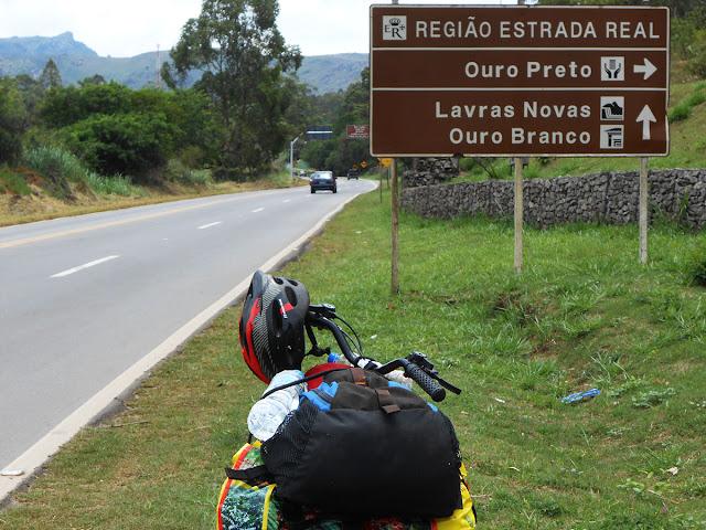 Depois de Mariana, MG, buscando a nascente do rio Doce. Foto Gilson Soares, 2016.