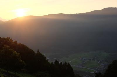 長野県生坂村の絶景 高津屋森林公園からみる朝日と棚田