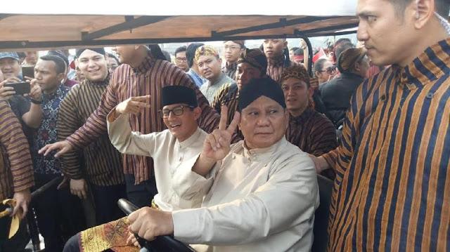 Kampanye Damai: Prabowo Beradat Jawa, Sandiaga Pakai Teluk Belango