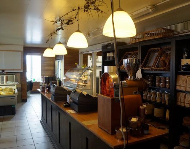 Wunderbarer Nebel am Strand von Houvig. Wunderbar warm, hyggelig und voller Köstlichkeiten waren der Hofladen und das Café in Vestkystensgaardbutik bei Houvig.