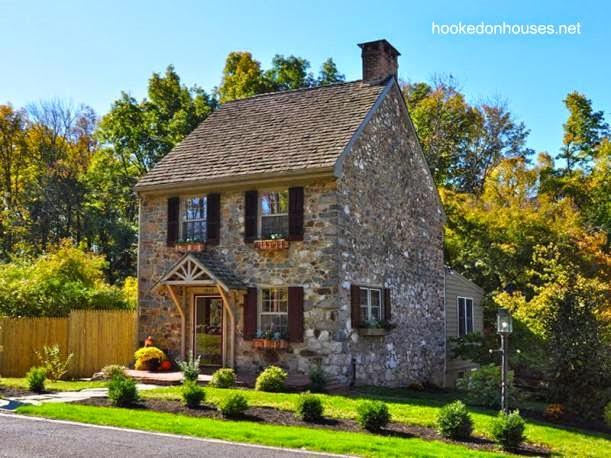 Casa de piedra con techo a dos aguas en Estados Unidos
