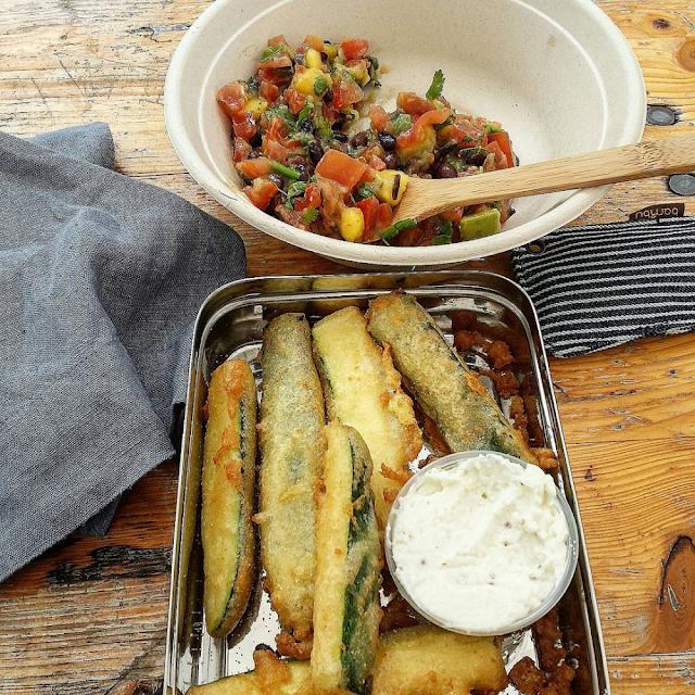 Nesten plastfritt på Oslo Vegetarfestival med medbrakt matboks, gjenbrukbart bestikk i økologisk bambus og gjenbrukbar serviett