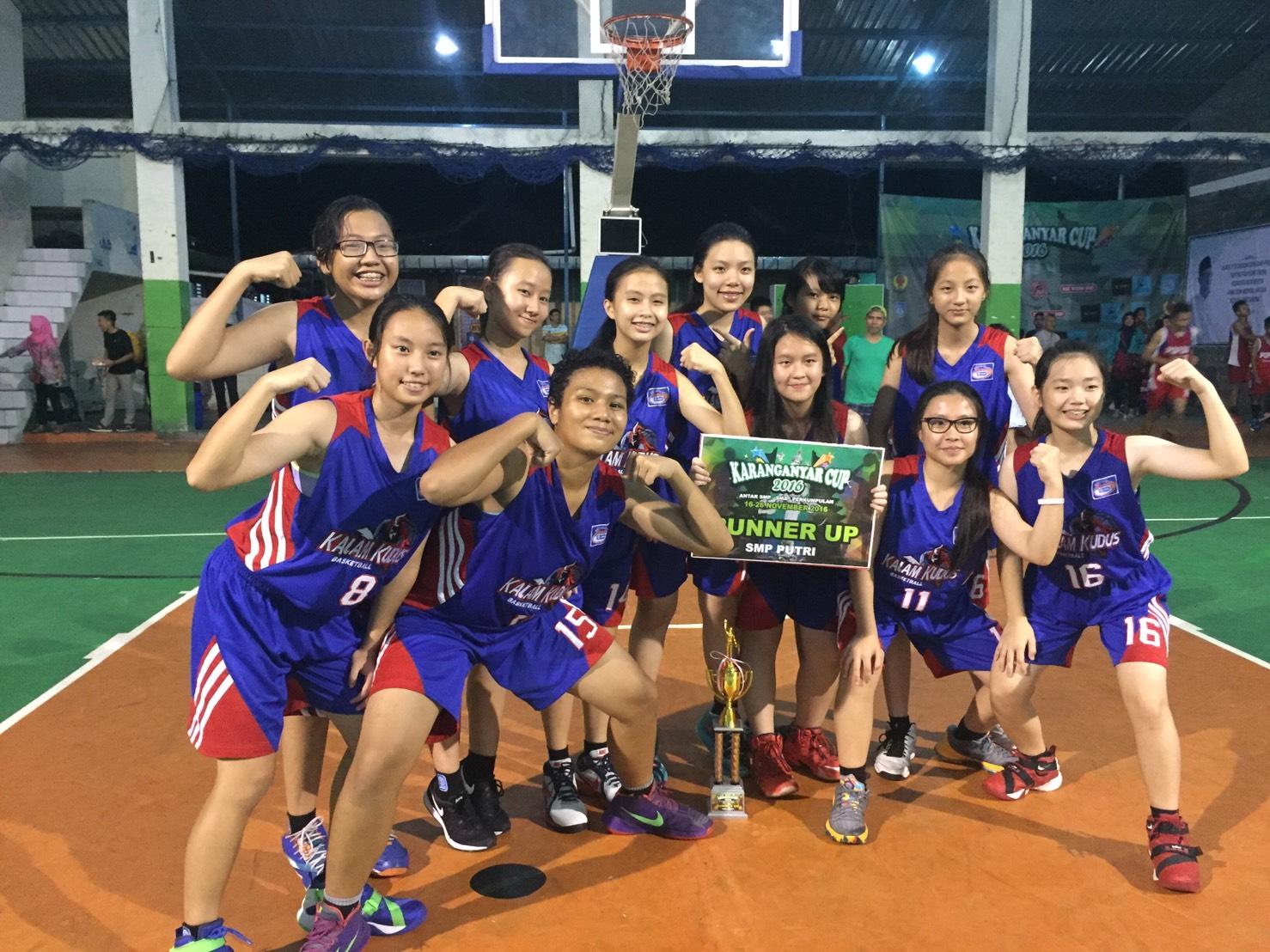 Tim Basket Putri SMP Kalam Kudus Juara 2 Karanganyar Cup