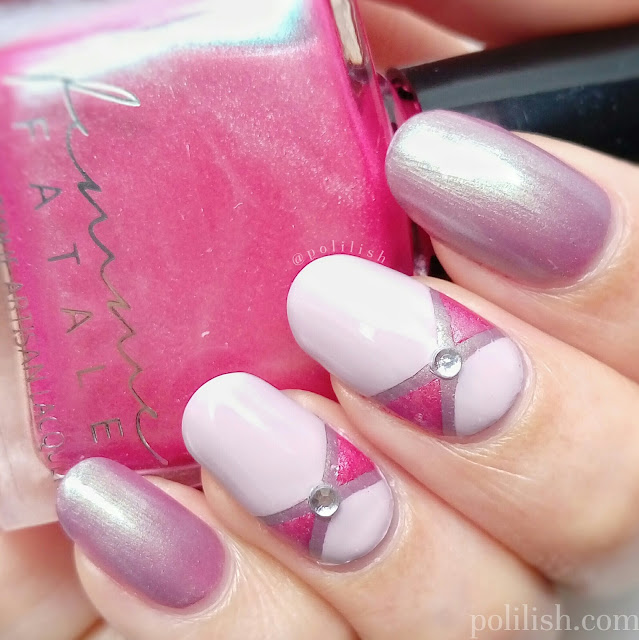 Simple bow nails with striping tape, by polilish