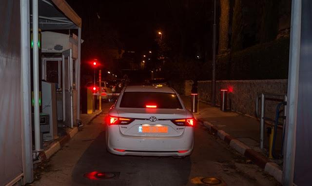 Investigadores abandonan la residencia de Netanyahu (Hadas Parush / Flash 90)