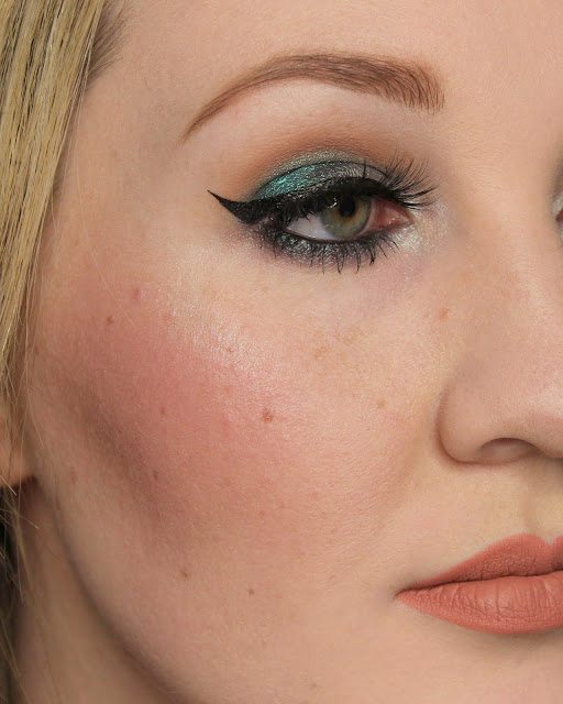 Corvus Cosmetics Ganymede Highlighter, Glamour Doll Eyes Solar Flares Blush Swatches & Review