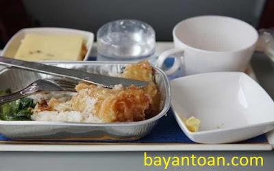 Có nên ăn đồ ăn trên máy bay?