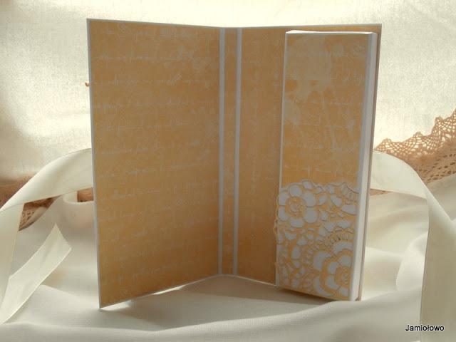 wnętrze czekoladownika z wzorem z wykrojnika