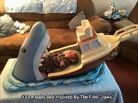 Tempat tidur bayi serem
